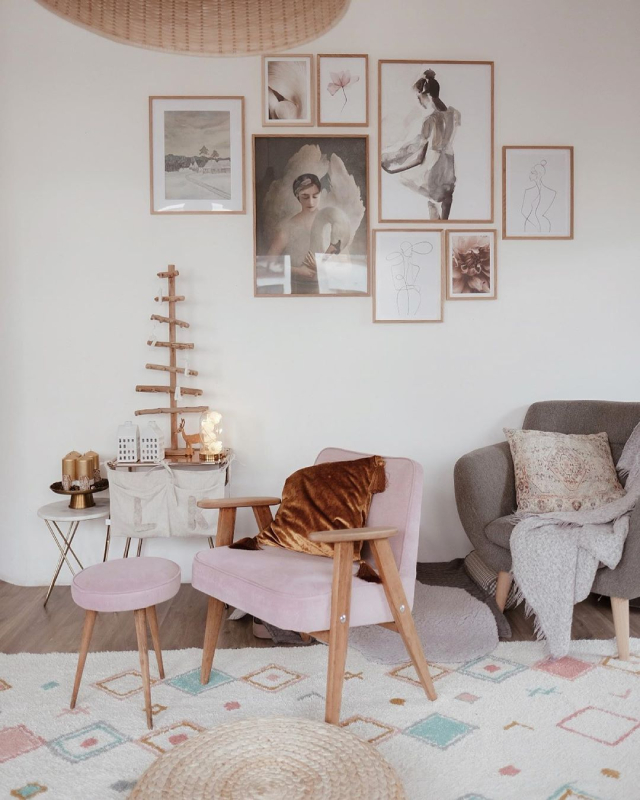 Pink home decor: accent chairs for the living room