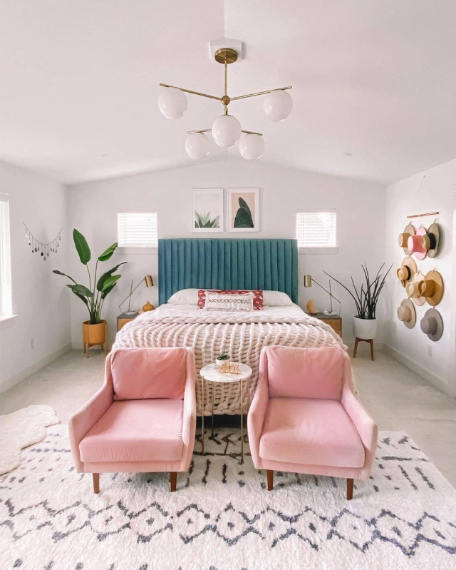 Pink home decor: accent chairs for the bedroom
